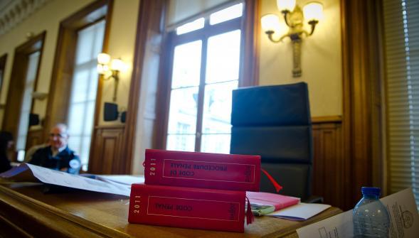 photo de livres de loi sur un bureau
