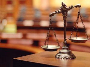 photo de la balance de la justice trônant